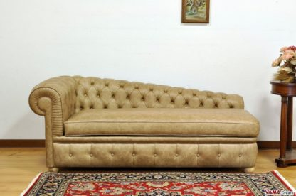 Dormeuse Chesterfield vintage in pelle invecchiata