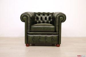 Piccola poltrona Chesterfield verde vintage