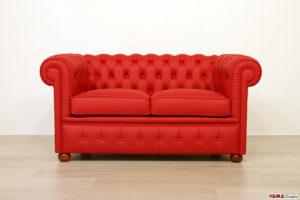 Piccolo divano Chesterfield rosso in pelle