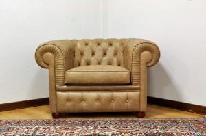 Poltrona Chesterfield vintage in pelle beige