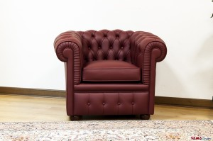 Piccola poltrona chesterfield rossa bordeaux