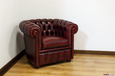 poltrona chesterfield rossa bordeaux vintage invecchiata piccola