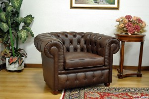 Poltrona Chesterfield marrone testa di moro