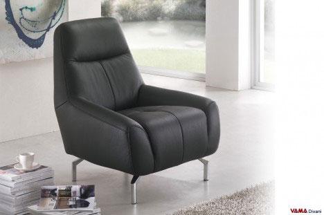Poltrona in pelle nera moderna con piedini alti in metallo