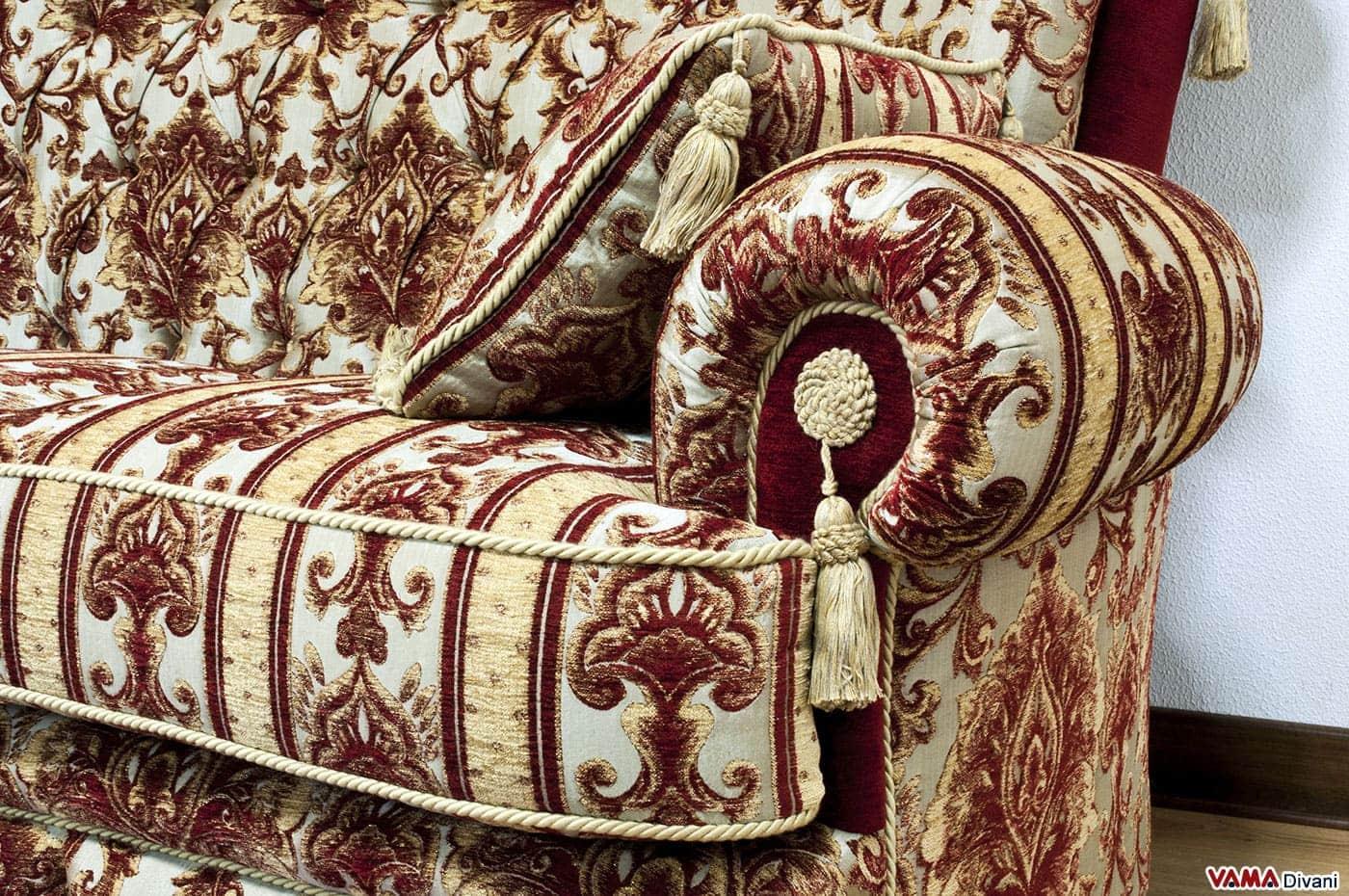Divano classico di lusso in tessuto damascato con capitonn - Divano tessuto damascato ...