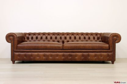 Divano Chesterfield di grandi dimensioni in pelle marrone