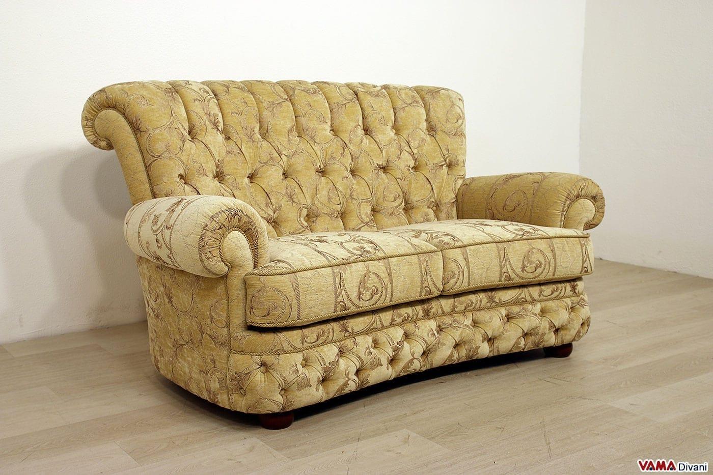 Divano in pelle con la lavorazione capitonn simil chesterfield - Altezza schienale divano ...