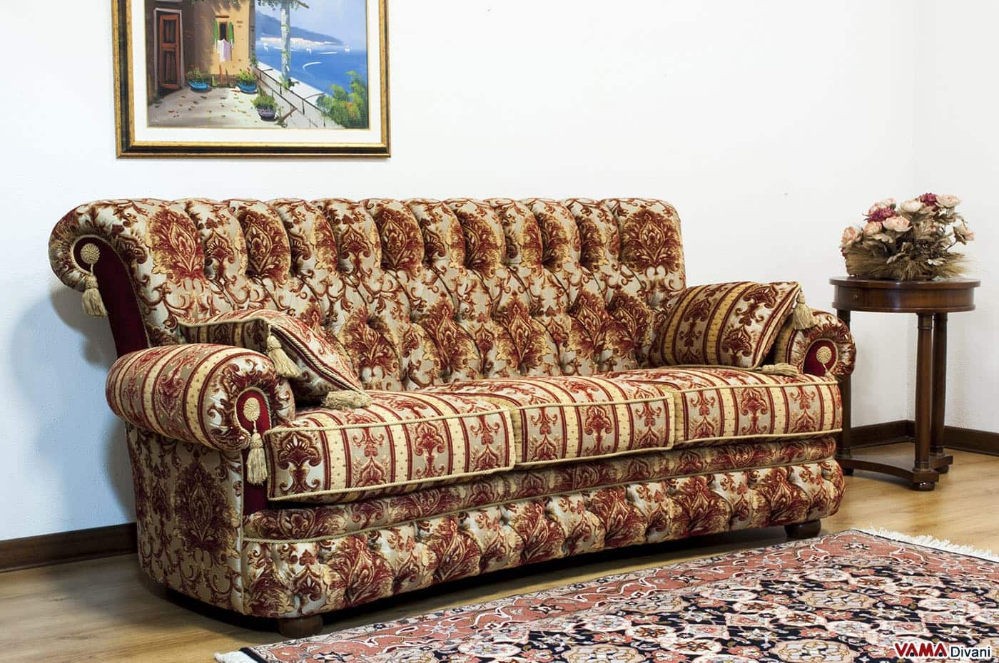 Divano classico di lusso in tessuto damascato con capitonn - Divano classico tessuto ...
