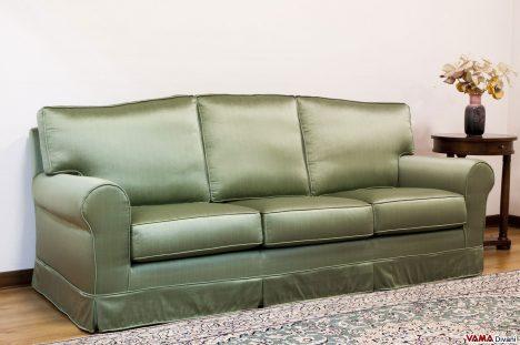 Divano Coloniale in tessuto simil raso verde con Schienale Stondato