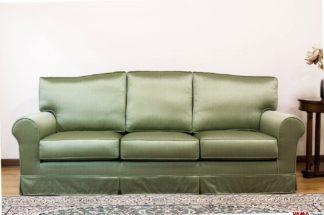 Divano Coloniale in tessuto lucido simil raso verde