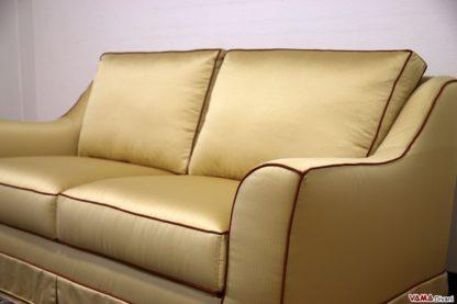 Divano in tessuto di raso giallo