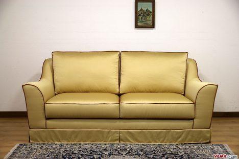 Divano classico stondato in tessuto giallo con bordino rosso
