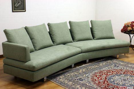 Divano curvo in tessuto verde completamente sfoderabile