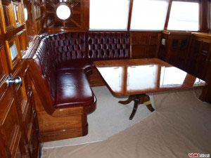 Divano su misura in capitonné per barca