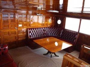 Divano in capitonnè su misura per barca