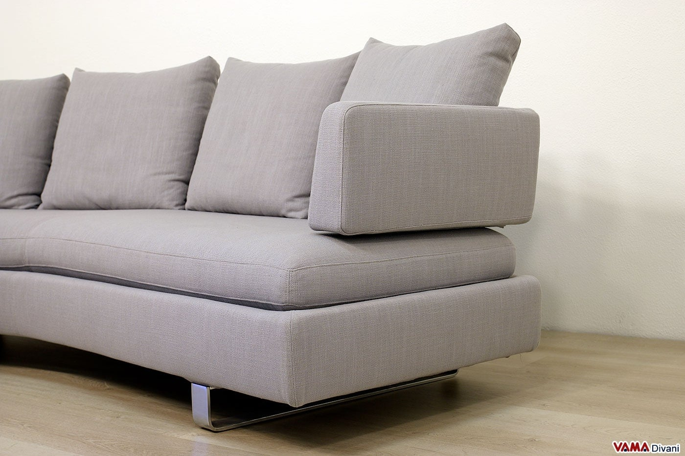 divano moderno semitondo in tessuto sfoderabile di grandi