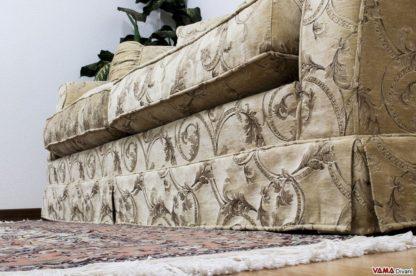 Balza divano classico in tessuto damascato