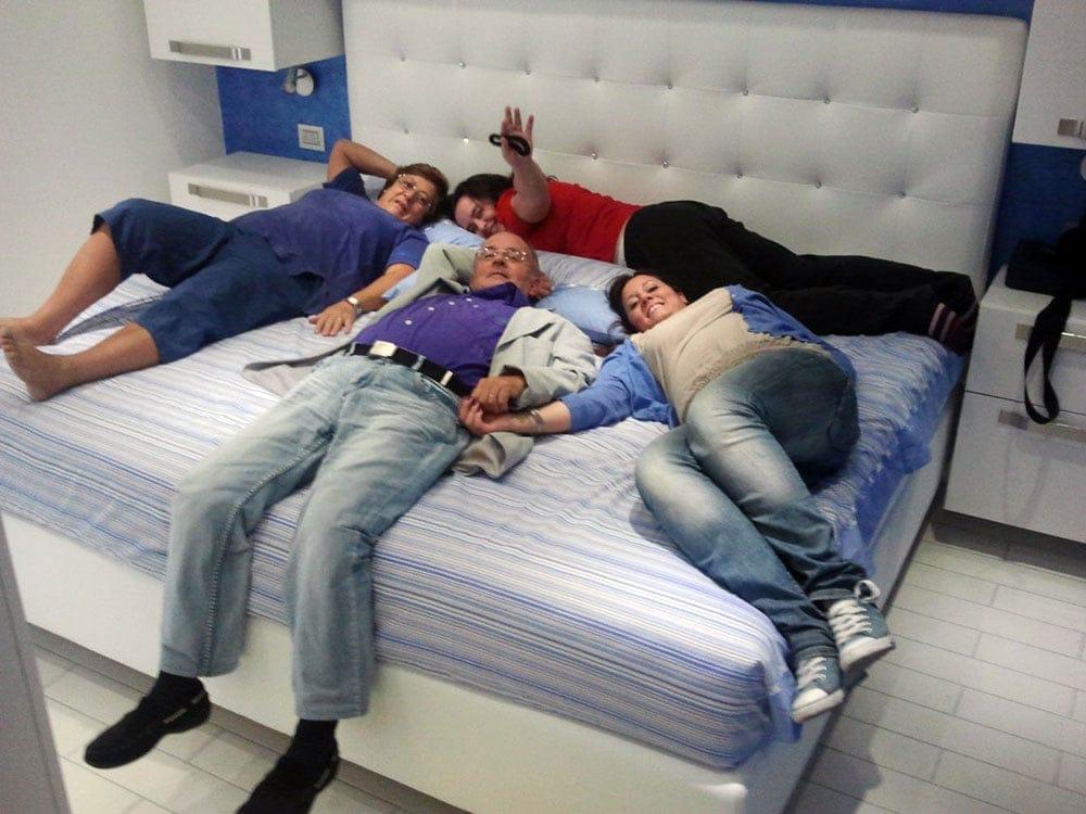 Grandezza letto grandezza letto with grandezza letto for Mobilia letti contenitore