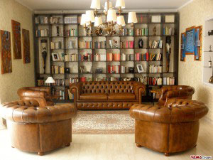 Salotto Chesterfield marrone antico