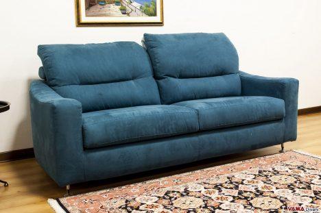 divano con Schienali con le due opzioni di movimento dei Poggiatesta