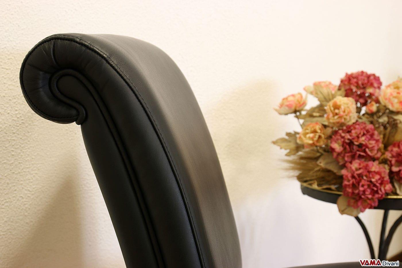 Sedia Imbottita Nera Fabiola : Sedia in pelle imbottita stile classico con gambe legno