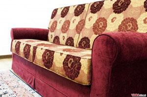 Seduta con tessuto giallo e rosso