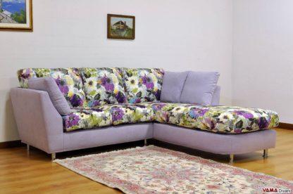 Divano angolare in tessuto floreale viola lilla