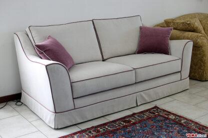 Divano classico in tessuto sfoderabile bianco con bordi viola