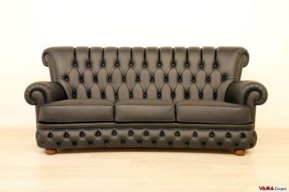 divano capitonnè in pelle nera