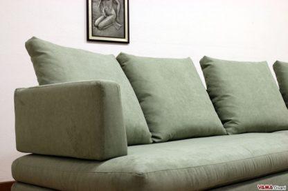 divano in tessuto con bracciolo sottile