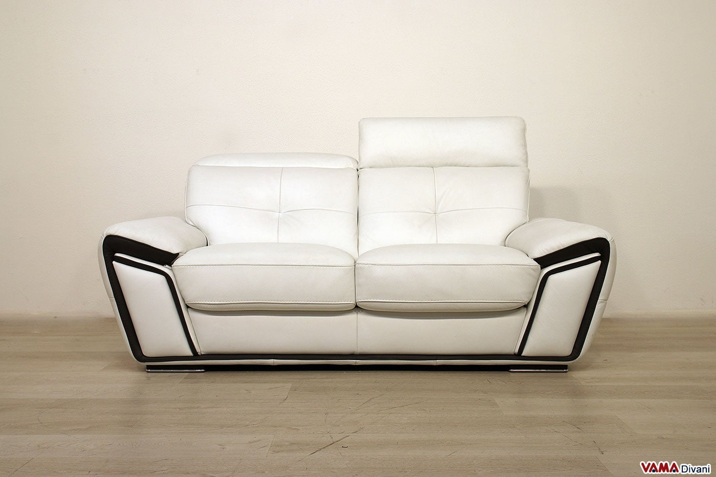 Offerta divano in pelle con poggiatesta vama divani for Offerta divano