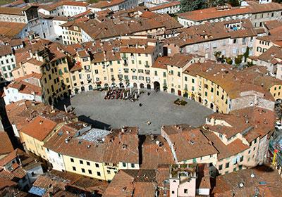 Il centro storico di Lucca visto dall'alto