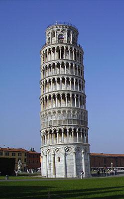 Torre di Pisa con cielo sereno