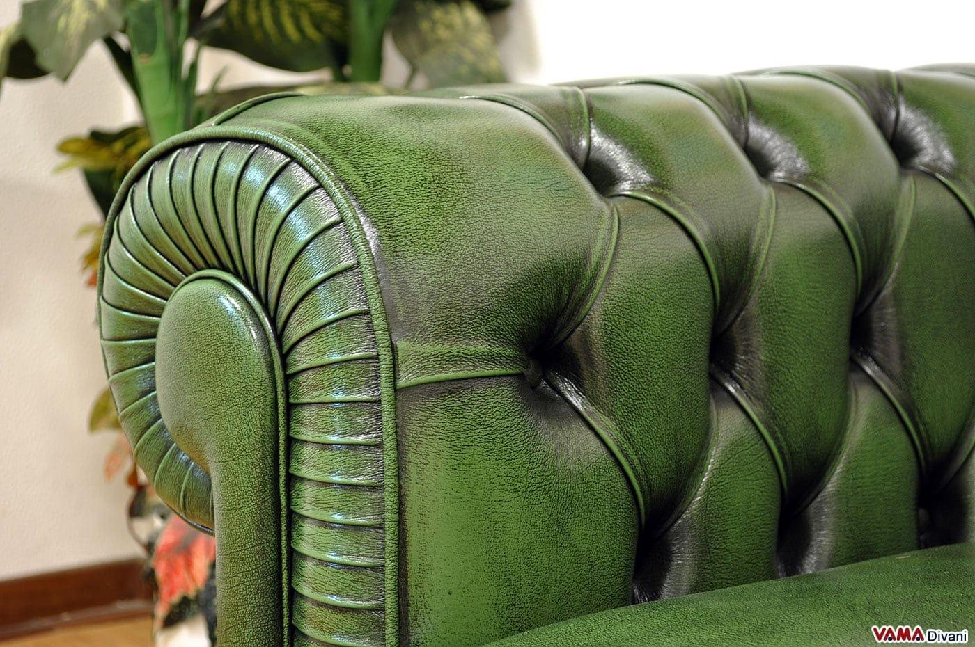 Divano chester verde inglese in vera pelle invecchiata a mano for Divano in inglese