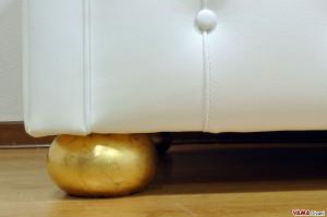 Piedino foglia oro divano chester