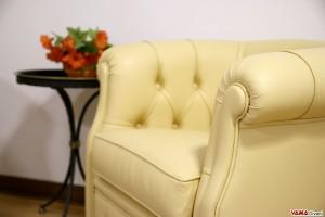Bracciolo in pelle poltrona classica da camera gialla