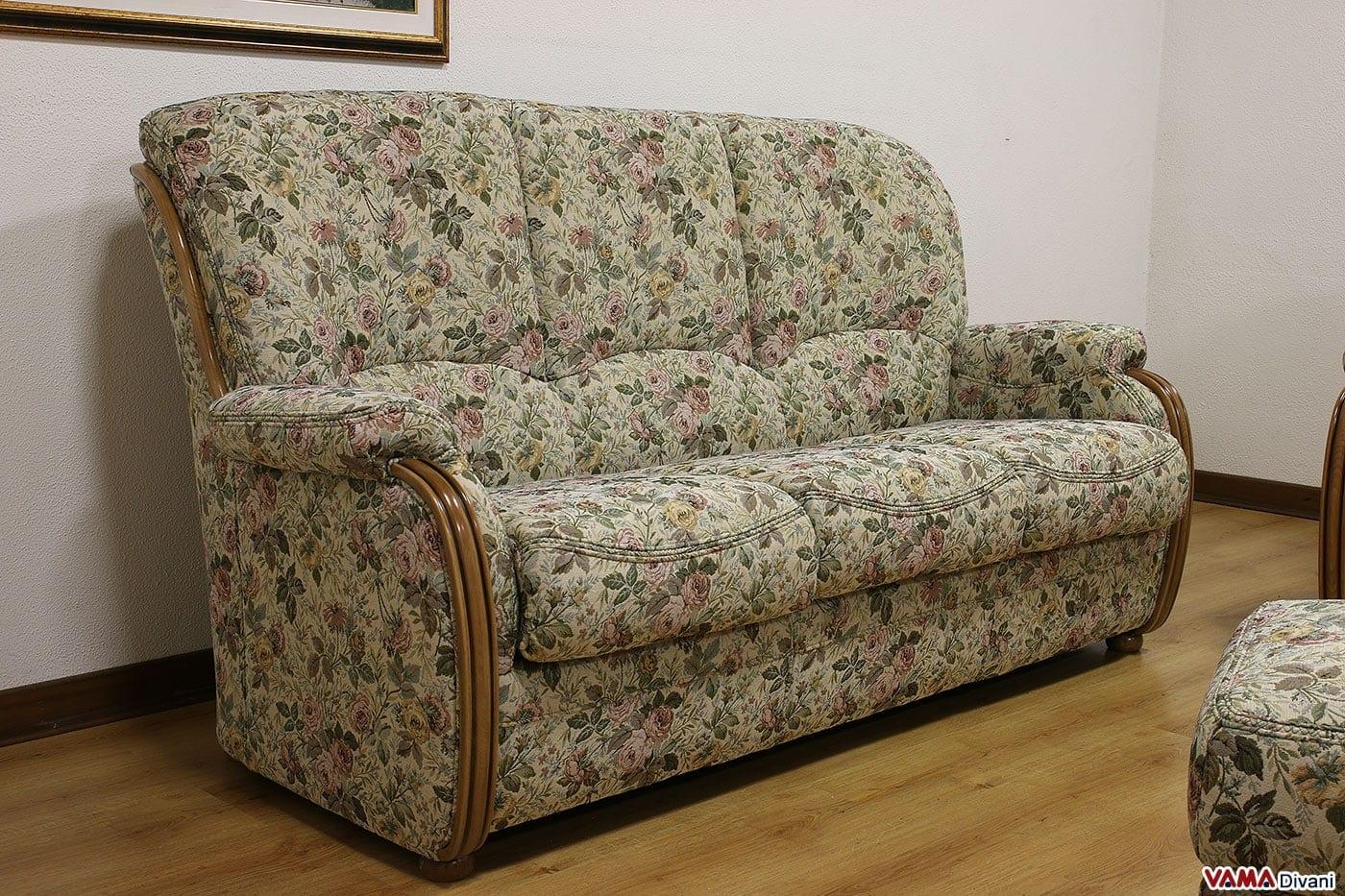 Divano classico a fiori idee per il design della casa - Tavolini poltrone sofa ...