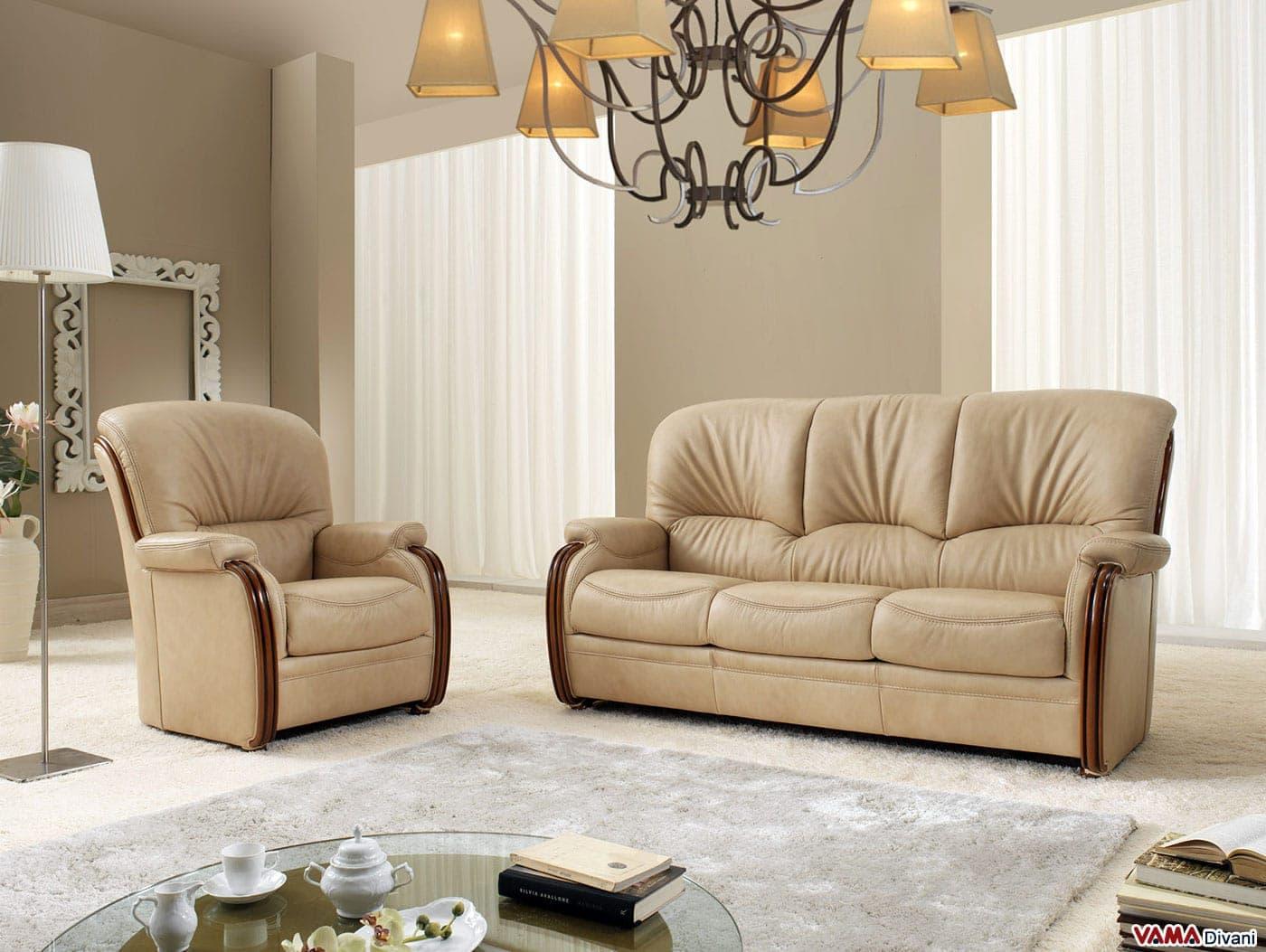 Divano scorniciato con legno a vista e schienale alto for Prezzi per rivestire un divano
