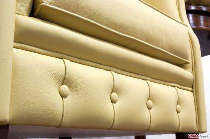 Poltroncina per camera da letto classica con lavorazione capitonnè