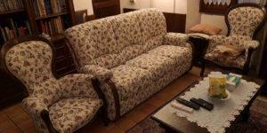 Salotto classico in legno e tessuto floreale