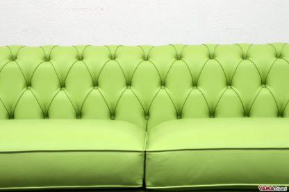 Lavorazione Capitonnè realizzata con pelle di colore verde