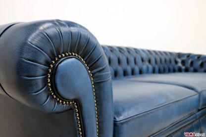 Bracciolo divano Chesterfield Roma su misura in pelle blu asportabile