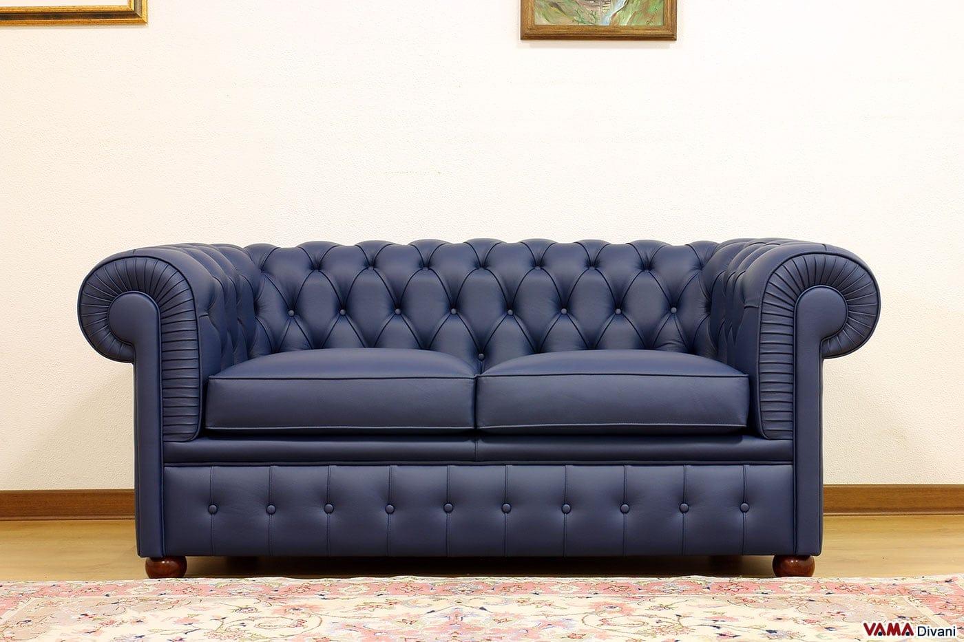 Divano chesterfield 2 posti prezzo rivestimenti e misure for Divano velluto blu