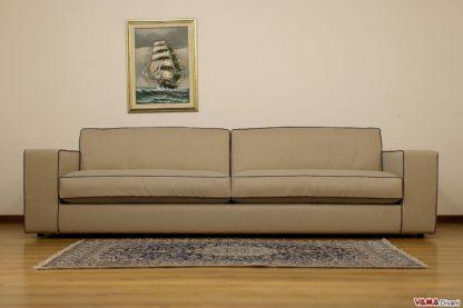 Grande divano moderno su misura con bordi a contrasto