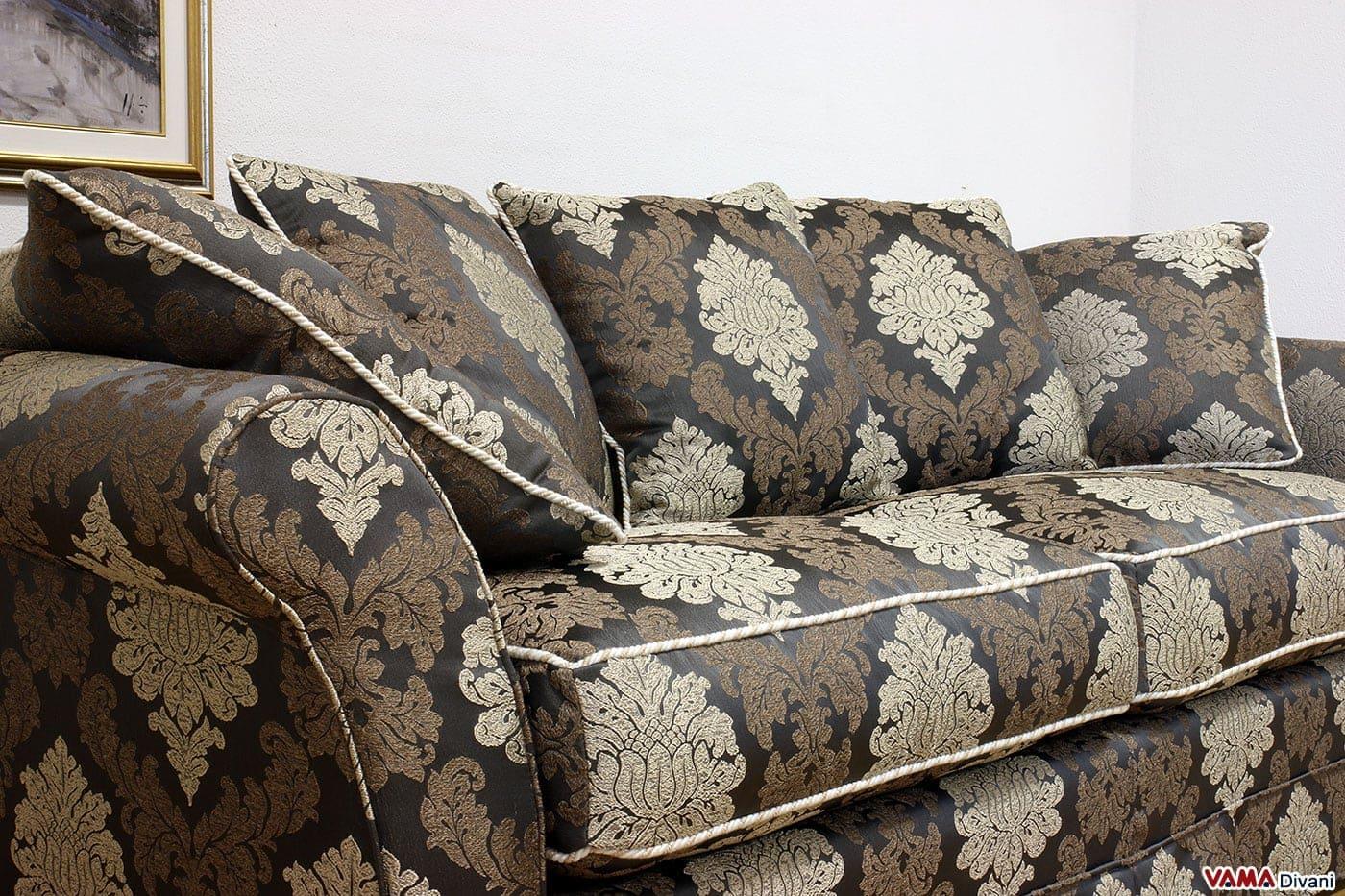 Divano classico in tessuto realizzabile su misura for Divani di lusso