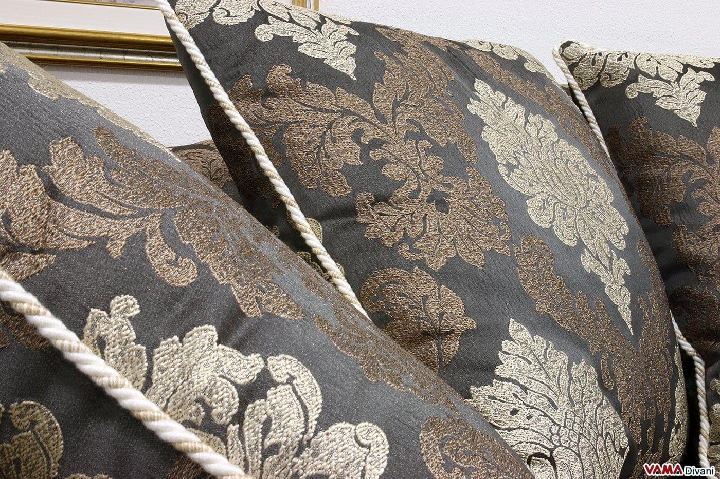 Divano classico in tessuto realizzabile su misura for Divano tessuto