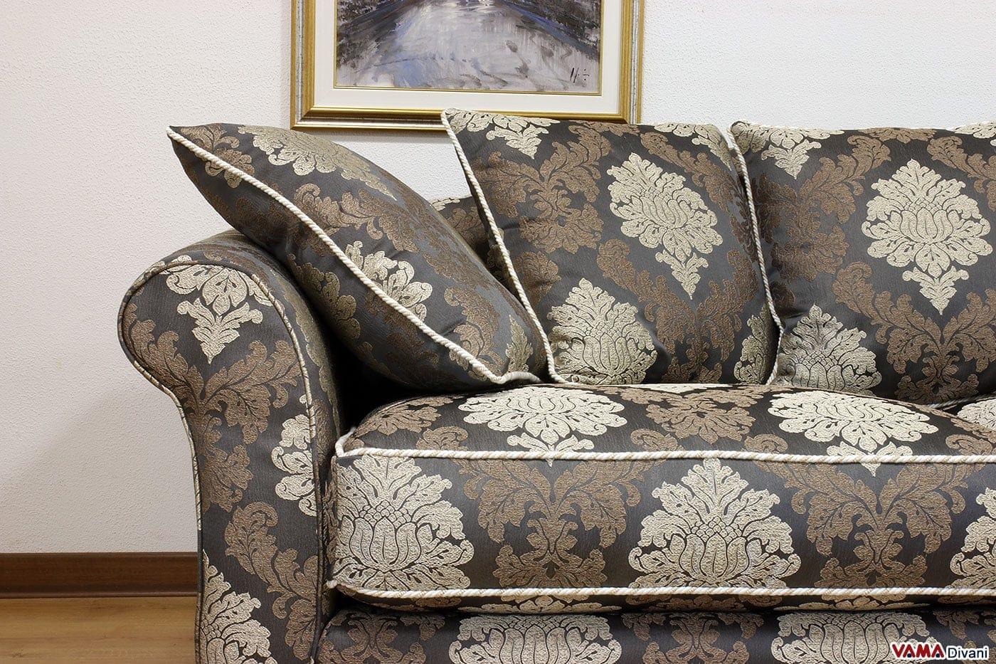 Divano classico in tessuto realizzabile su misura for Rivestire divano pelle