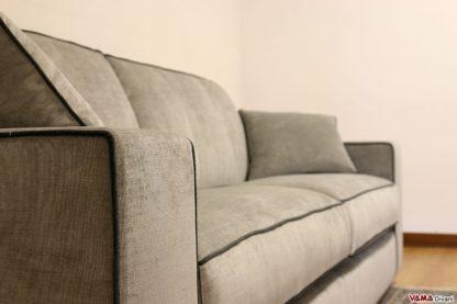 divano in tessuto grigio moderno
