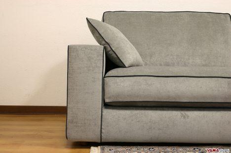 divano moderno grigio in tessuto con cordone a contrasto
