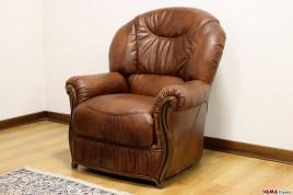 Poltrona classica in pelle marrone nuvolata con schienale alto